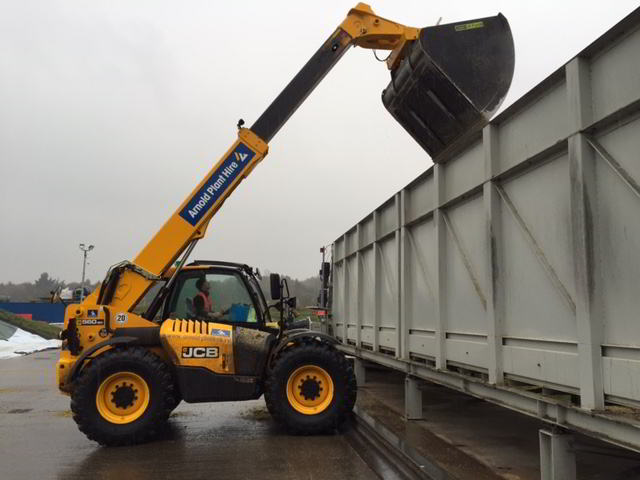 JCB 560.80 with 5 cubic meter bucket