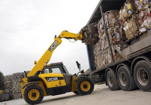 jcb-527-58-loading-waste-jpg_345.jpg