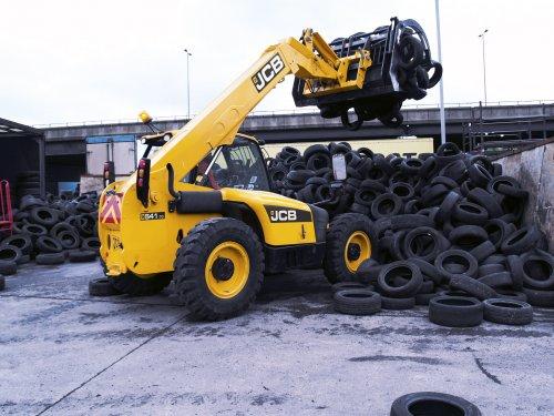 jcb-541-70-handling-tyres-jpg_168.jpg